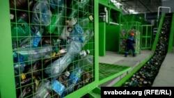 Ілюстрацыйнае фота. Беларускі сьмецьцеперапрацоўчы сартавальны завод каля сьмецьцевага палігону «Трасьцянецкі»