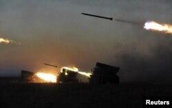 Стрільби з РСЗВ під час навчань на полігоні у Миколаївській області. Жовтень 2015 року