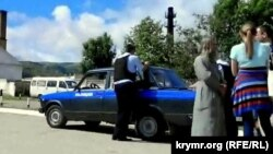 Поліцейський біля храму