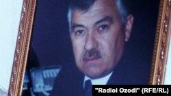 Портрет Махмадрузи Искандарова, бывшего лидера Демократической партии Таджикистана.