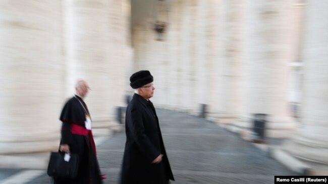 Yepiskoplar Vatikana yığışır