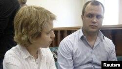 Дети убитой в 2006 году российской журналистки Анны Политковской Вера (слева) и Илья.