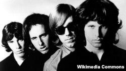 Rej Manzarek sa ostalim članovima grupe The Doors, 1966. godine