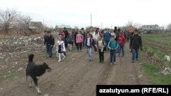 Այնթապցիները պատգամավոր Մուրադ Մուրադյանին մեղադրում են դպրոցի ավտոբուսը հանել տալու մեջ