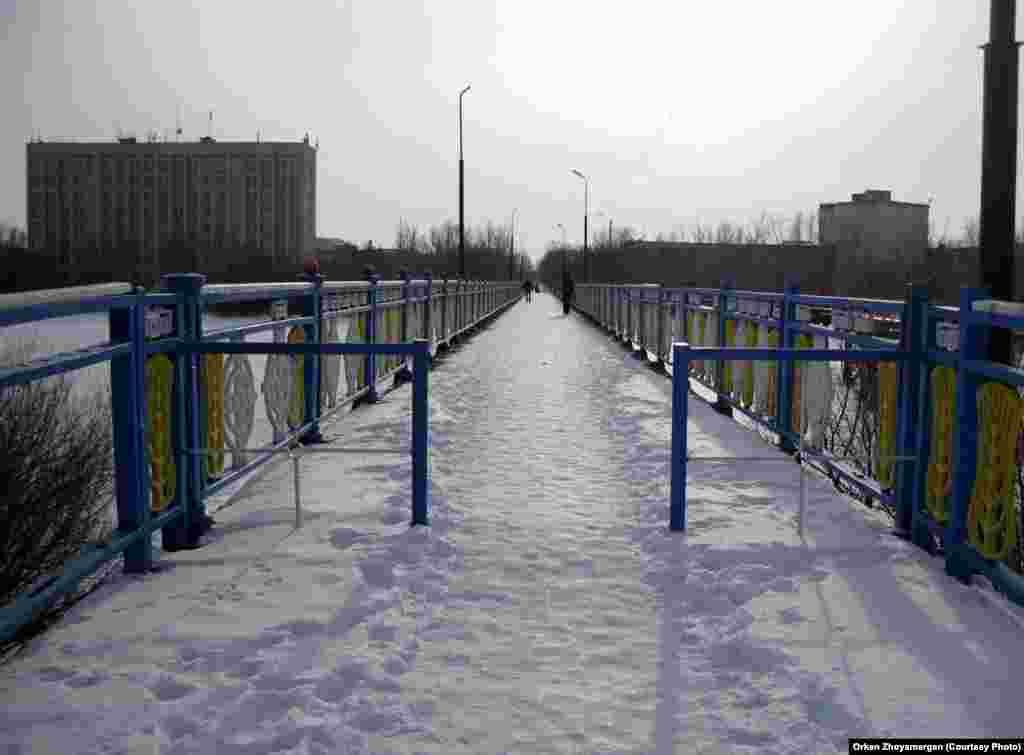 Мост в одном из микрорайонов города.