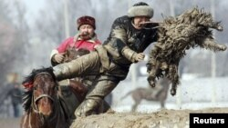 Кок-бору - один из самых популярных национальных видов спорта в Кыргызстане.