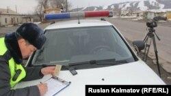 Ош-Бишкек жолундагы патрулдук милиция.