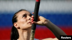 Russian pole vaulter Yelena Isinbayeva says she will appeal a ban on Russian athletes at the Rio Olympics and is hopeful she'll succeed.