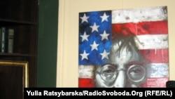 У Дніпропетровську відкрили виставку картин, присвячених Джонові Леннону