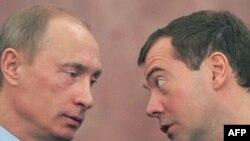 مدودوف در کنار پوتین(عکس:AFP)