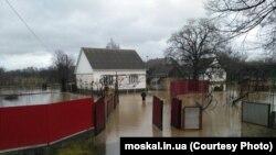 Вода на территории села Вонигово, Тячевского района Закарпатской области. Фото с сайта Геннадия Москаля. 16 декабря 2017 года