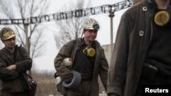 Ուկրաինա - Հանքափորները միանում են Զասյադկոյի անվան հանքում փրկարարական աշխատանքներին, Դոնեցկ, 4-ը մարտի, 2015թ․