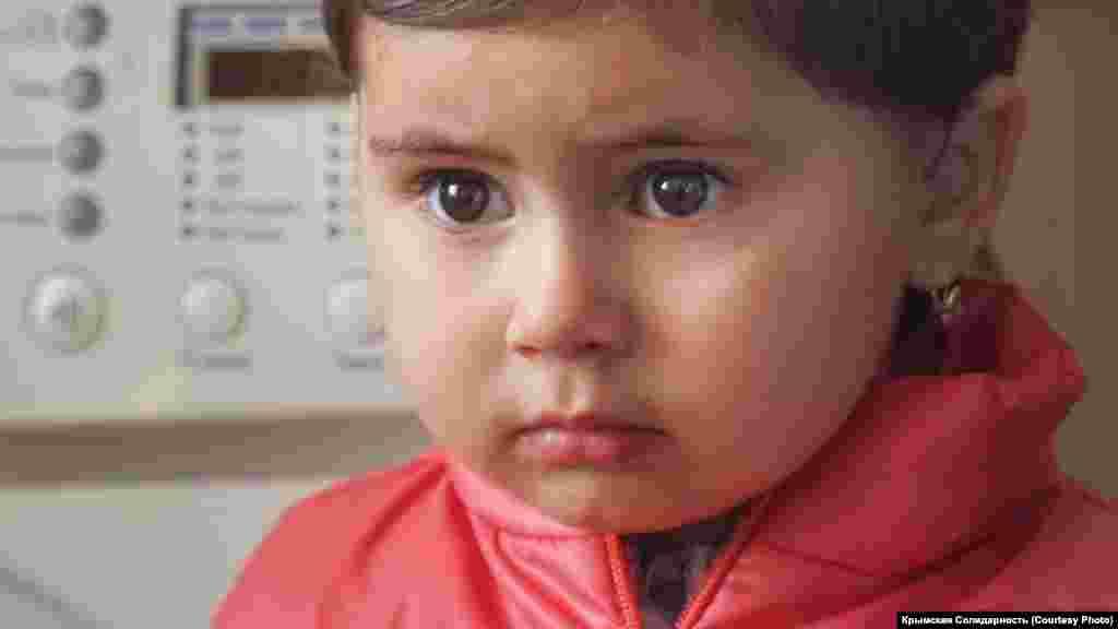 Дочка Арсена Абхаїрова Медіне впевнена в тому, що батько поїхав у тривале відрядження. Після затримань у лютому 2019 року п'ятеро неповнолітніх дітей залишилися рости без батьків