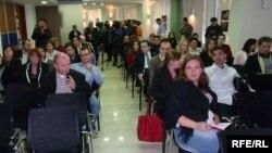 Новинари на прес конференција