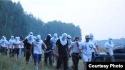 Люди в масках ночью явились в зону вырубки Химкинского леса и препятствовали акции защитников леса.