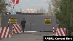 У входа в 201-ю российскую военную базу. Душанбе, февраль 2019 года