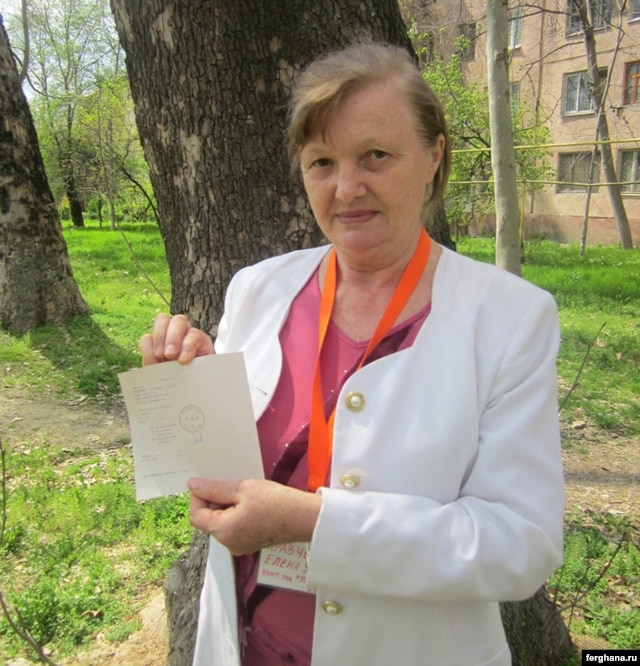 Rights activist Yelena Urlaeva with the letter she wrote to Uzbekistan's interior minister.
