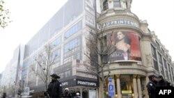 در حال حاضر پلیس پاریس کنترل خیابانهای اطراف فروشگاه پرنتان در بولوار اوسمان را در دست دارد. (عکس از: AFP)