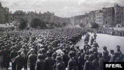 Пленные немцы на Крещатике, Киев, 16 августа 1944