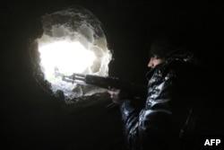 """Боец одного из отрядов """"умеренной"""" сирийской оппозиции в Алеппо. Февраль 2015 года"""