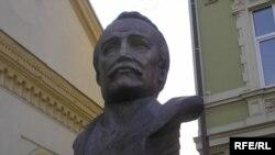 В'ячеслав Чорновіл -- Погруддя в Івано-Франківську, встановлене 24 грудня 2007 р.