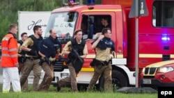 Оқиға орнына келіп жатқан полицейлер. Мюнхен, 22 шілде 2016 жыл.