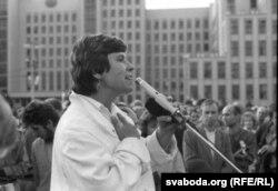 Вера Церлюкевіч на мітынгу, жнівень 1991 г.