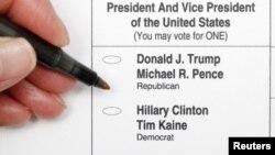 تصویری از برگه رأی در ایالت کارولینای شمالی که رأیگیری انتخابات پیش رو در برخی مناطقش آغاز شده است.