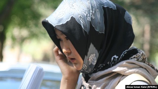 "The first ""hudjum"" in Central Asia dates back to 1927 when the Soviet government forced women to stop wearing scarves, veils, or burqas. (file photo)"