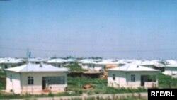 Məcburi köçkünlər üçün yeni salınmış Bənövşələr qəsəbəsi, 2 iyun 2006