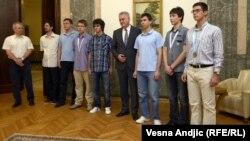 Mladi matematičari sa predsednikom Tomislavom Nikolićem