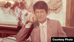 "Samandar Qoqonov, dubbed by his supporters ""Uzbekistan's longest-held political prisoner,"" was arrested in July 1993. His supporters say that the embezzlement case against him was politically motivated."