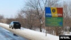 Дорога вдоль украинско-молдавской границы.