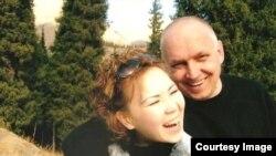 Владимир Козлов с женой Алией Турусбековой в 2005 году.