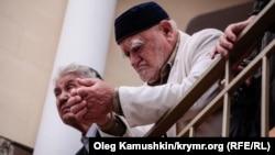 Кырымтатарлары узган ел 18 май матәм чарасында (архив фотосы)