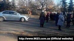 Жителі Макіївки перегородили дорогу з вимогою видати талони на безкоштовну їжу
