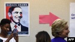 Клинтон во время встречи с избирателями в Лас-Вегасе