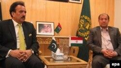 مصطفی محمدنجار وزیر کشور جمهوری اسلامی روز جمعه برای گفت و گو با مقام های پاکستانی در باره برخورد با گروه ریگی به اسلام آباد سفر کرد.