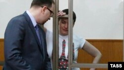 Надежда Савченко и её адвокат Николай Полозов