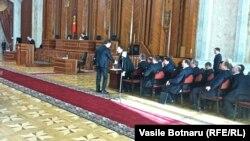 Dezbaterea moțiunii de cenzură în parlamentul de la Chișinău