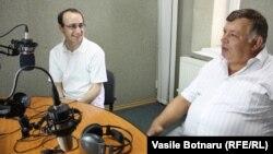 Valeriu Prohnițchi și Gheorghe Jigău în studioul Europei Libere