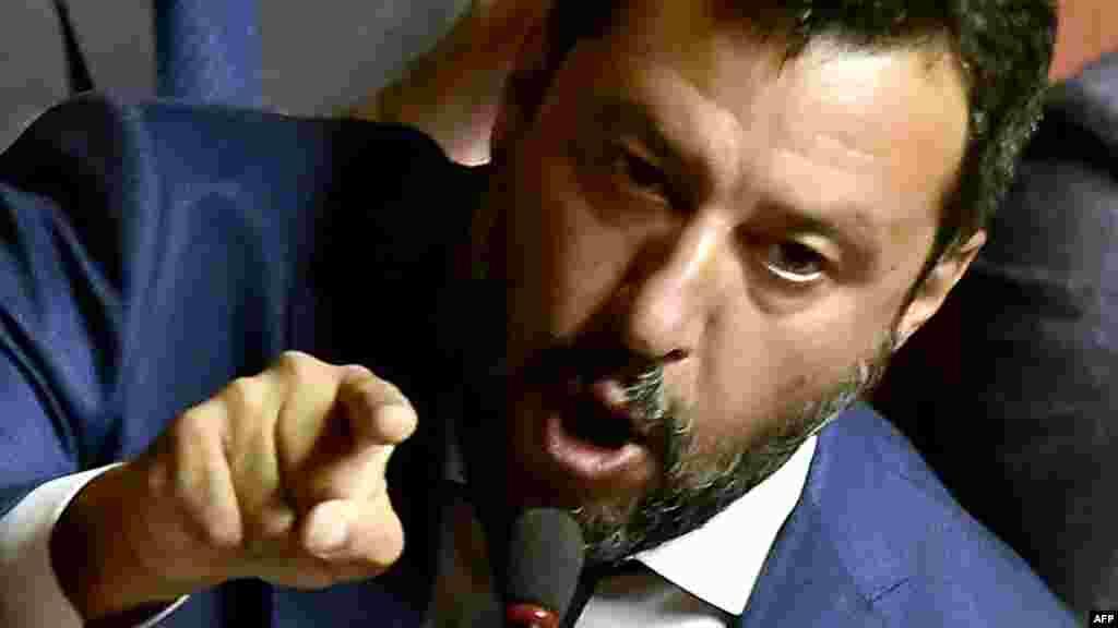 ИТАЛИЈА - Министерот за внатрешни работи на Италија и лидер на десничарската партија Лига Матео Салвини изјави во италијанскиот Сенат дека предизвикал владина криза, бидејќи не се плаши од вонредни избори.