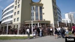 """Сторонники подсудимых по делу """"Нового величия"""" у здания Люблинского суда"""