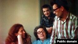 Защитница среди правозащитников. Слева направо: Юлия Виншневская, Людмила Алексеева, Дина Каминская, Кронид Любарский.