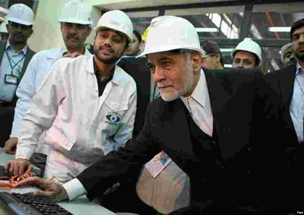 Vice President Parviz Davudi visiting the Bushehr plant in April 2007 (Fars) - Kraftwerk suspended work at Bushehr in January 1979 with one reactor about 85 percent complete and the other about 50 percent finished. At the time, Kraftwerk claimed Iran had failed to pay some $450 million on the construction contract.