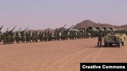 """Батыс Сахарадағы """"Полисарио майданы"""" қозғалысының әскері (Көрнекі сурет)."""