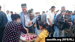 Uzbeks celebrate Eid al-Adha in the city of Shahrisabz in the Qashqadaryo region. (file photo)