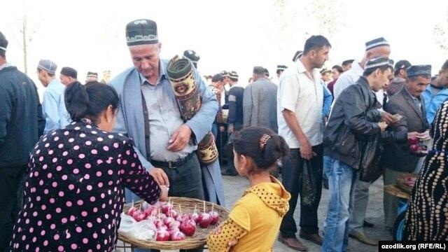 Uzbeks celebrate Eid al-Adha in the city of Shahrisabz in the Qashqadaryo region. (file photo)