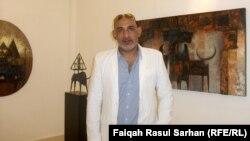 الفنان مازن أحمد في معرضه الأخير بعمّان