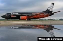 """Boeing 737-300 """"Белавія"""" з рэклямаю кампутарнай гульні"""